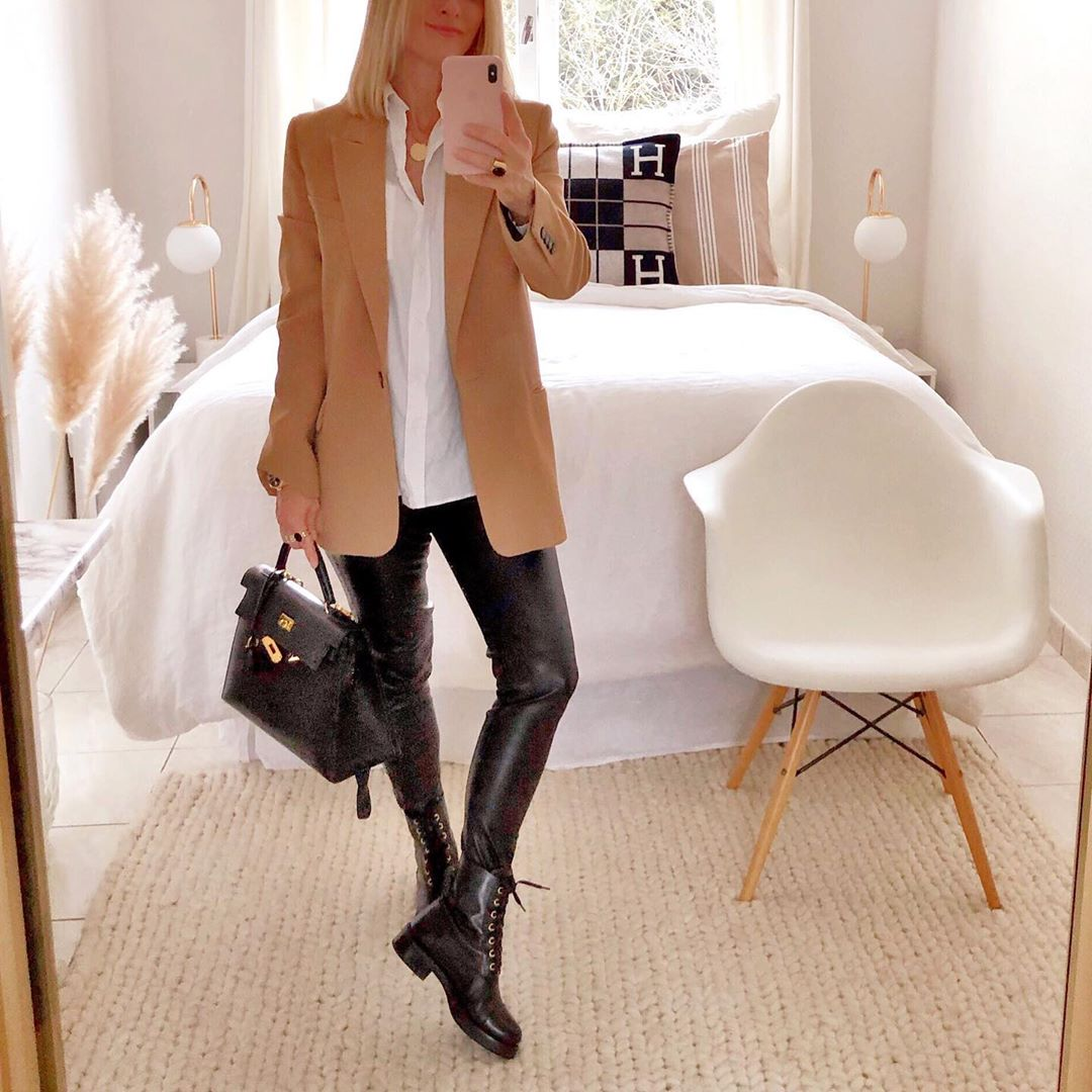 A Casual-Chic Way to Style Faux Leather Leggings for Fall