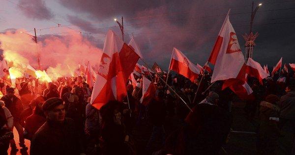 Βαρσοβία - Μεγαλειώδης πορεία από 150.000 Πολωνούς: «Η ΕΕ μας οδηγεί στην καταστροφή»!