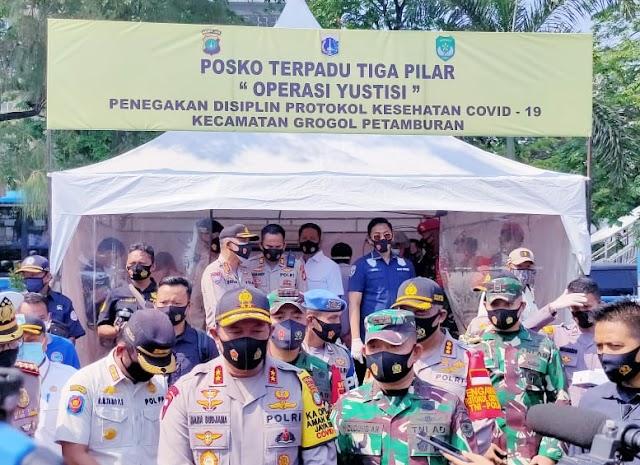 Hari ke 3 Penerapan PSBB Total, Kapolda dan Pangdam Jaya Melakukan Pengecekan di Posko Terpadu Grogol Jakarta Barat