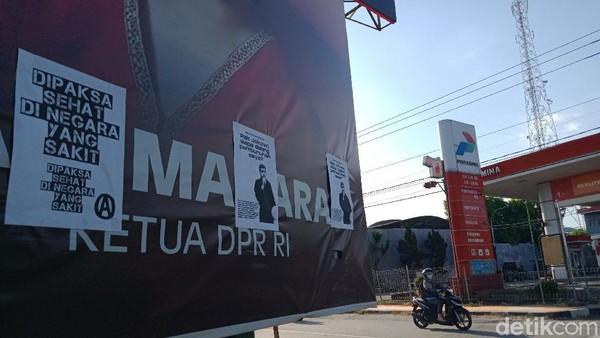 Selebaran 'Dipaksa Sehat di Negara Sakit' Nempel di Baliho Puan di Klaten