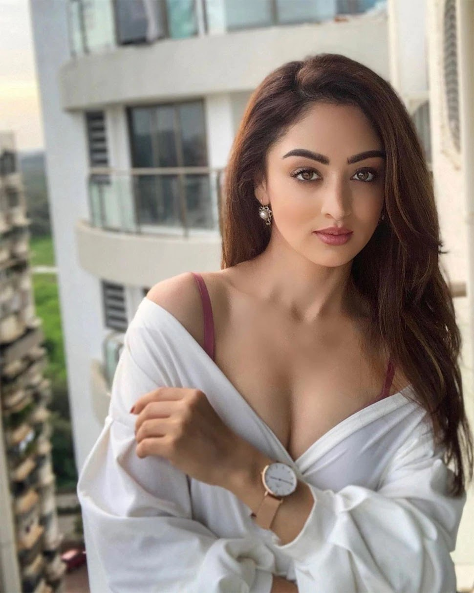 actress-sandeepa-dhar-instagram-pictures-bold-photos-bikini