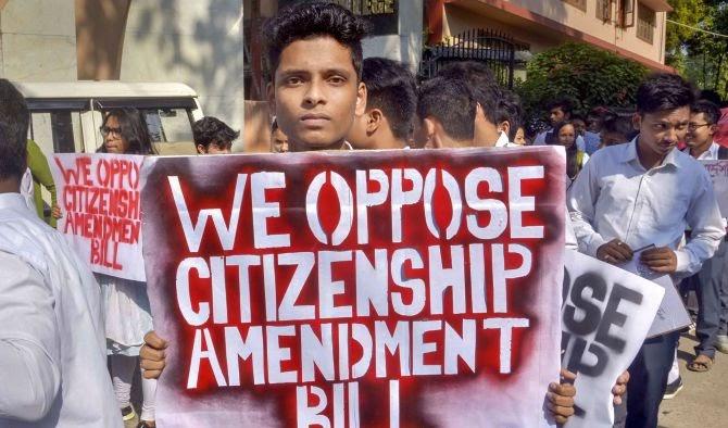 वादग्रस्त नागरिकत्व विधेयक विरुध्द 'वसुधैव कुटुंबकम'