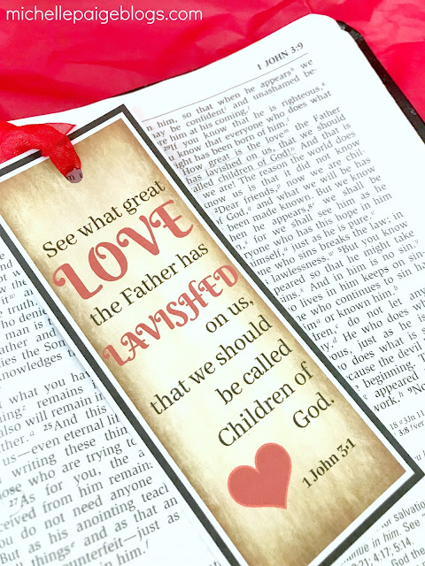 1 John 3:1 Printable Bookmark @michellepaigeblogs.com