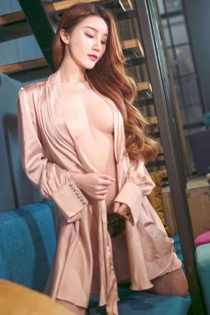 Hot and sexy braless photos of beautiful busty asian hottie chick Chinese booty model Chen Mei Er photo highlights on Pinays Finest sexy nude photo collection site.