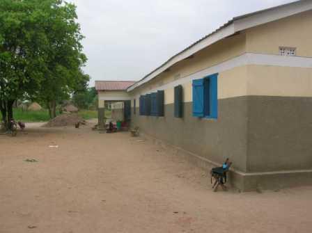 L'edificio della scuola materna ed elementare intitolata a Nostra Signora di Valme come appariva ad agosto 2011