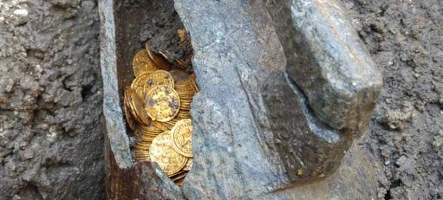 Ιταλία: Εκατοντάδες χρυσά νομίσματα βρέθηκαν σε υπόγειο παλαιού θεάτρου