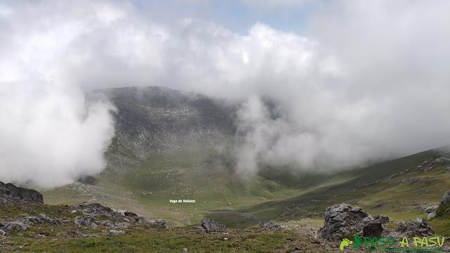 Bajando a la Vega de Valseco desde el Tapinón