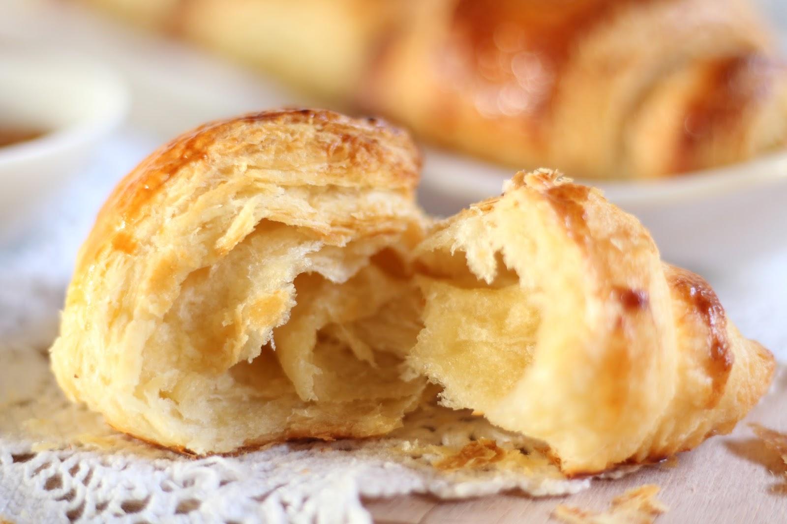Croissants aus selbst gemachtem Plunderteig