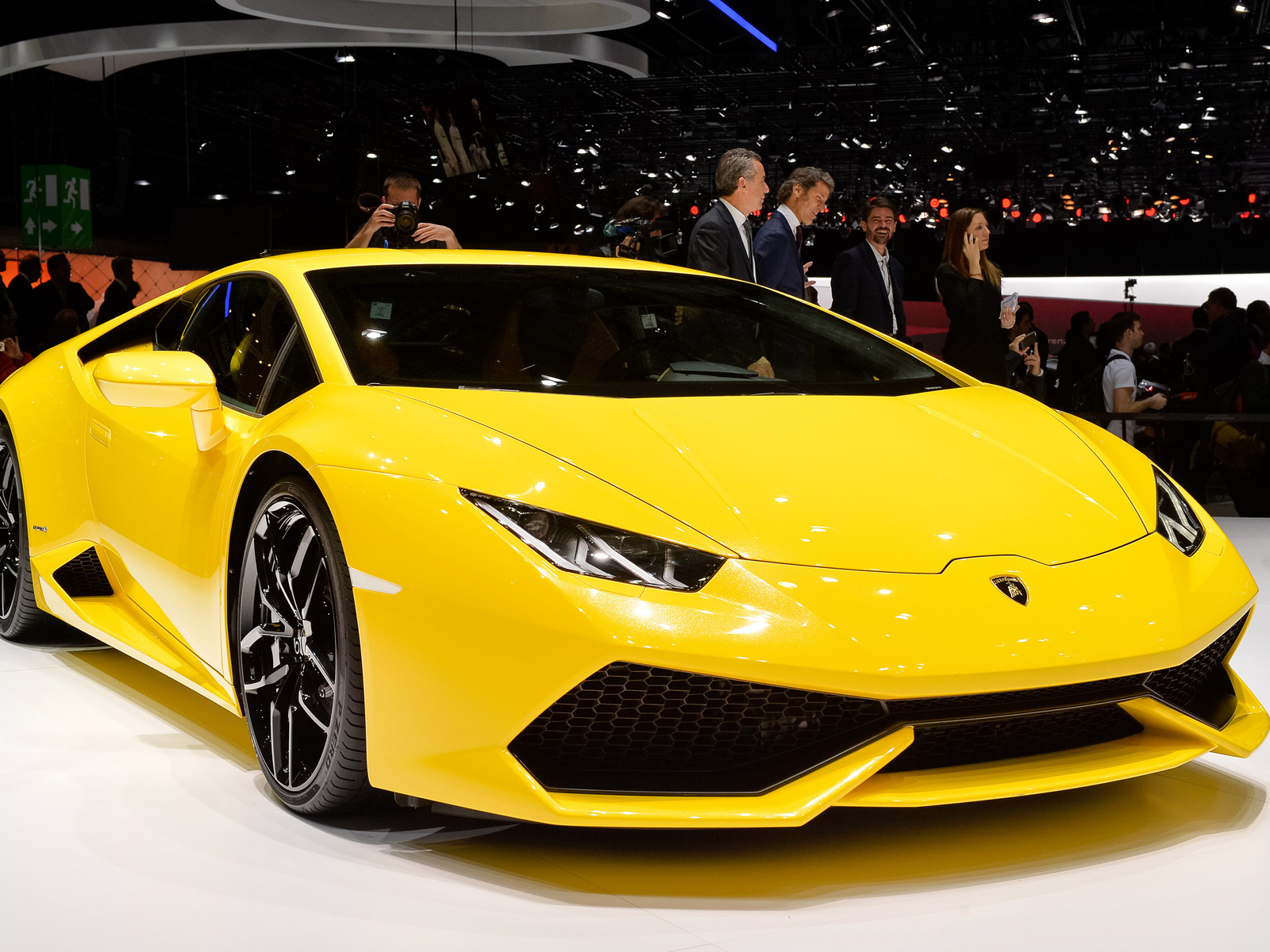 fotos de autos lamborghini amarilla