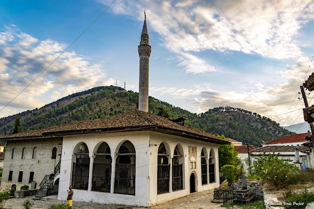 Mezquita del Rey en el Centro Medieval, Berat - Albania, por El Guisante Verde Project