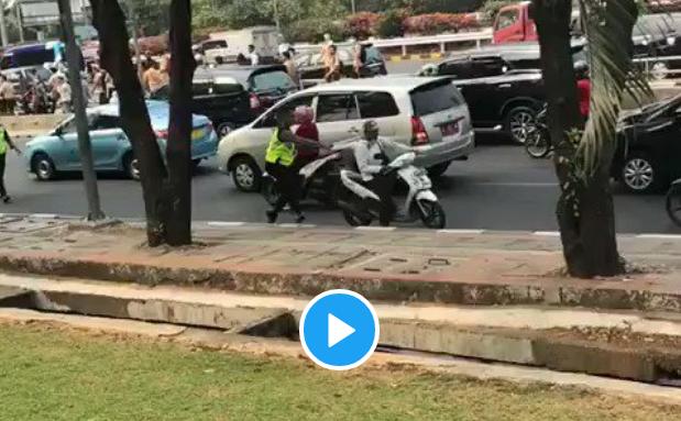 Viral Polisi Dapat Balasan Bogem Mentah Dari Pelajar,