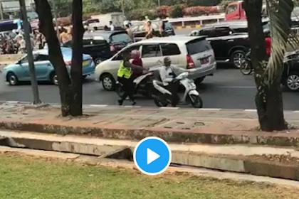 Viral Polisi Dapat Balasan Bogem Mentah Dari Pelajar, #STMmelawan Trending Topik