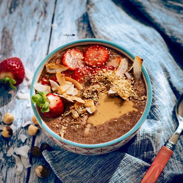 Smoothie bowl de avellanas y cacao