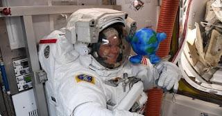 أول رائد فضاء باكستاني