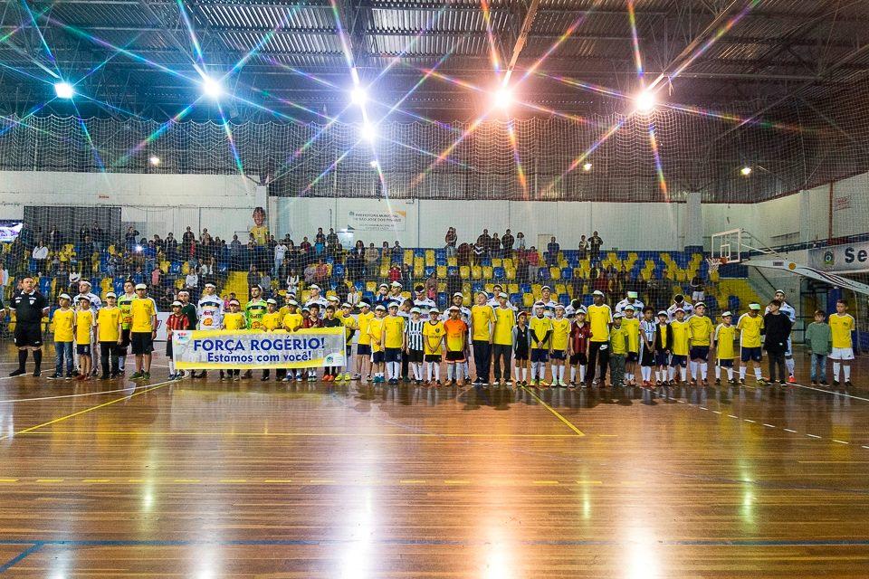 O São José dos Pinhais Futsal perdeu uma peça importante para a reta  decisiva da Série Prata do Campeonato Paranaense de Futsal. Ídolo da  torcida ... e6eff151b1fe7