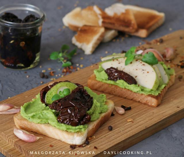 co na śniadanie, jak zrobić pastę z awokado, co zrobić z awokado, śniadaniowe kanapki, zdrowe śniadanie, daylicooking, jak robi się awokado