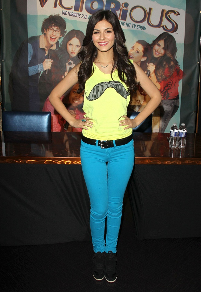 Victoria Justice Wears Blue Skinny Pants At The Victorious