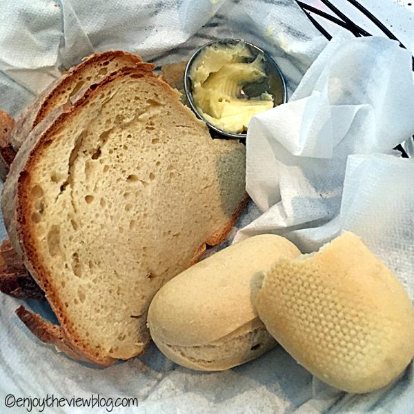 Great Italian food at Mom & Dad's Restaurant in Tallahassee is delicious! #adventuresofgusandkim #travelover50 #wheretoeatinTallahassee #enjoytheviewblogtravel