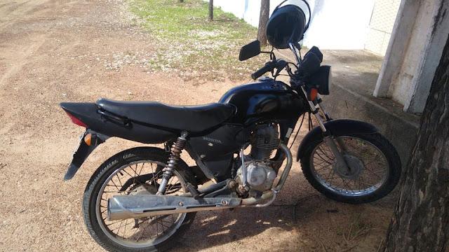 PRF recupera uma motocicleta roubada na BR 304 em Mossoró, RN