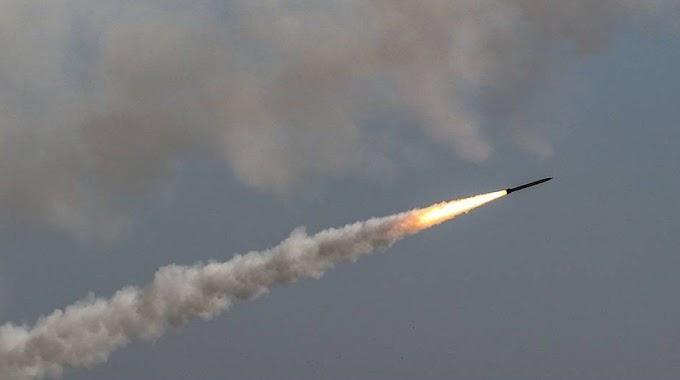 Tanques de artillería de Israel bombardean la frontera del Líbano.
