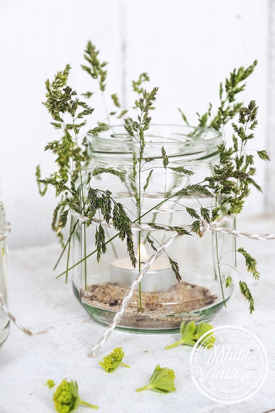 DIY Geschenk: Windlichter mit Gräsern verzieren