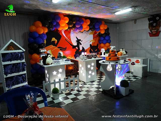 Decoração infantil tema Halloween para a mesa do bolo de aniversário - Provençal simples - Festa infantil na Barra da Tijuca RJ