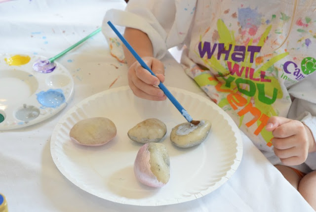 Painted Treasure Rocks- classic kids craft. Let your preschoolers, kindergarteners, or elementary children paint bright designs on rocks. Fun spring or summer activity. Give them away as gifts or decorate your garden!