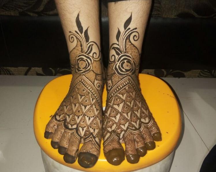 Simple Top 10 Leg Mehndi Design Top Mendi Design