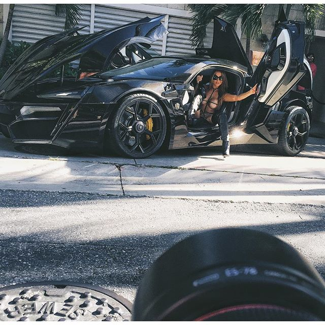 Lykan Hypersport Causes Stir In Miami With The Locals: Lykan Hypersport Causes Stir In Miami With The 'Locals