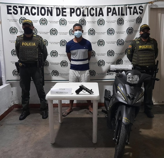 hoyennoticia.com, Con una pistola neumática se robó una moto