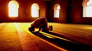 Siapakah Orang yang Bertakwa? Berikut 5 Ciri-Cirinya Menurut Al-Qur'an