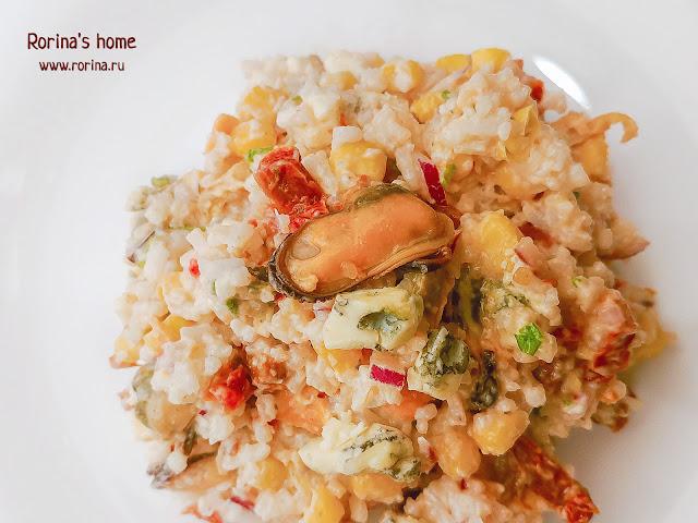Салат для романтического вечера с морепродуктами: фото
