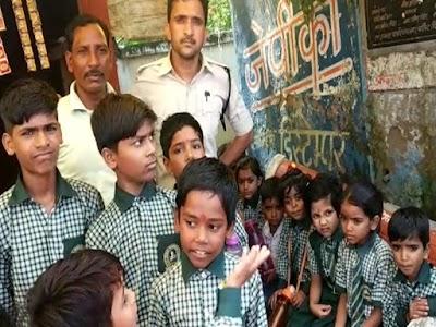 स्कूल वैन में भड़की चिंगारी, बाल-बाल बचे 20 बच्चे ,आरक्षक कि सूझबूझ से बची जान | PICHORE NEWS