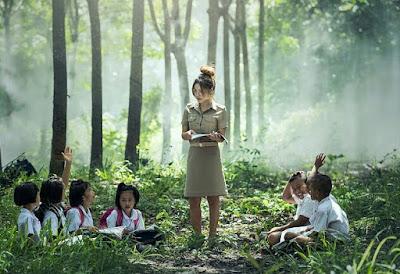 dan kebiasaan sekelompok orang yang diturunkan dari satu generasi ke generasi berikutnya  Pendidikan Yang Sebenarnya