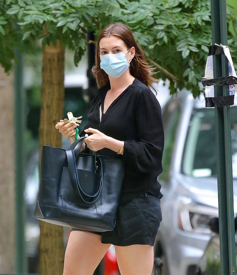 Anne Hathaway Clicked Outside  in New York 17 Sep- 2020