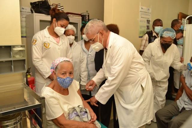Instalan centro de Vacunación contra la influenza en Hospital Calventi