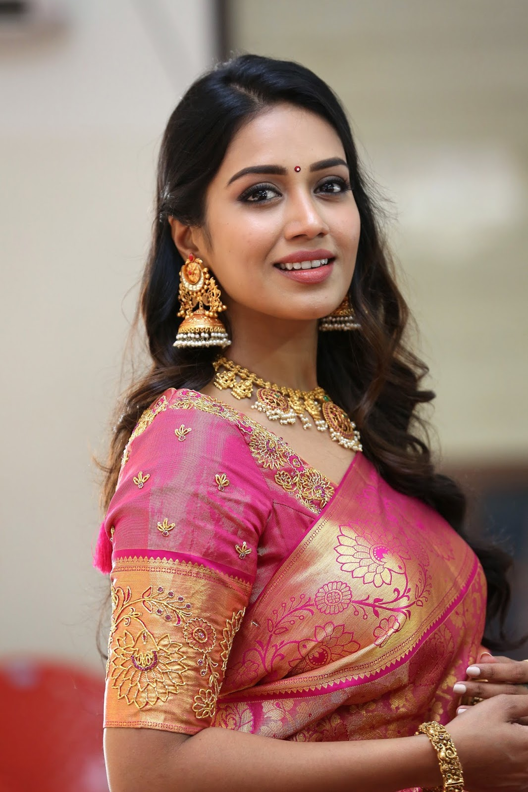 Nivetha Pethuraj's Saree Photos Hot At CMR Shopping Mall Sale Launch Event