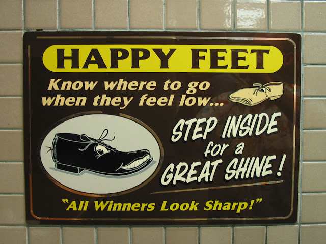 Imperial Palace Happy Feet Shoe Shine Stand Sign