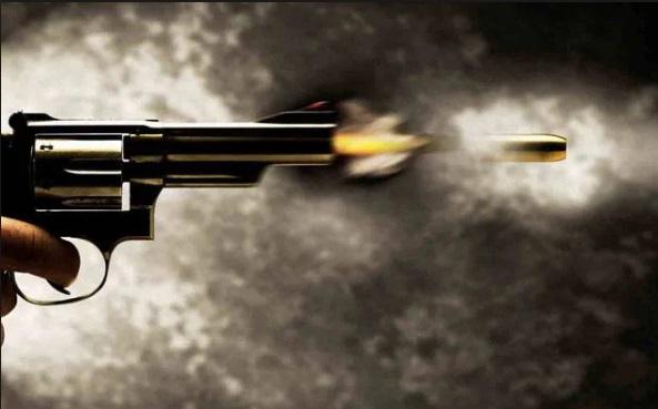 नाशिक में आज दिन दहाड़े गोलीबारी और  लूटपाट , गोलीबारी में एक की मौत दो गंभीर रूप से घायल,मुथूट फाइनेंस के ऑफिस में हुई  घटना