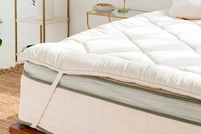 Konfor pedi olarak da ifade edilen yatak pedi (topper), ekstra yastıklama ve destek için yatakların üzerine yerleştirilir.