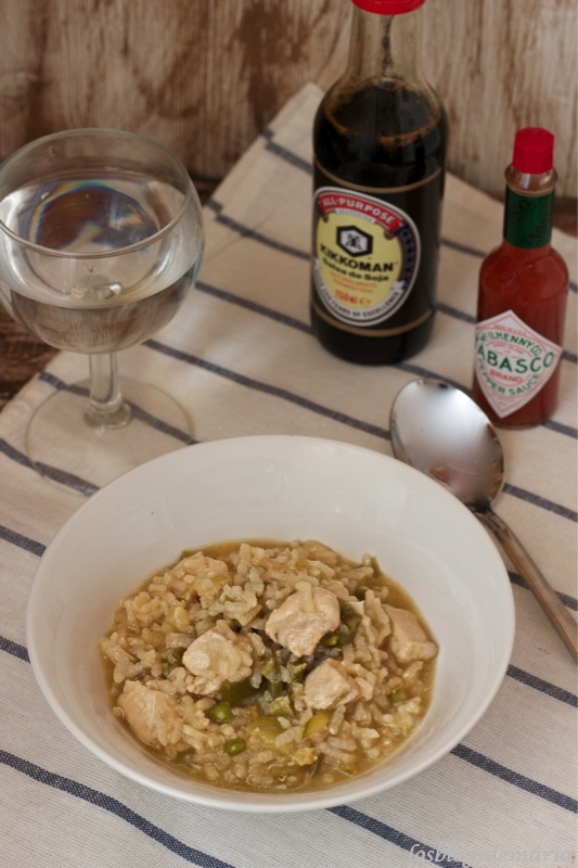 Arroz con pollo, soja y tabasco