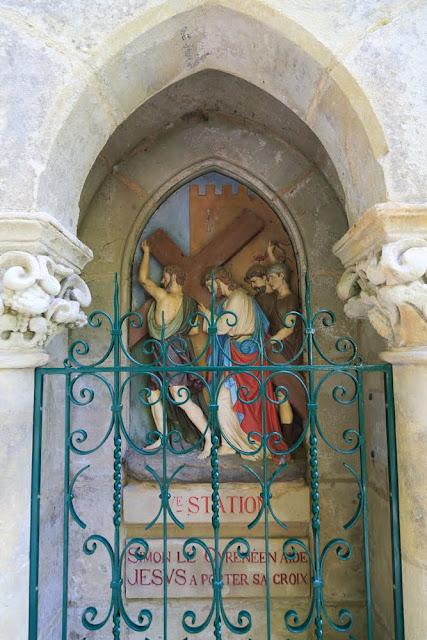 Way of the cross. Standing. Fifth. Rocamadour. France. Крестный путь. Стояния. Пятое. Рокамадур. Франция.