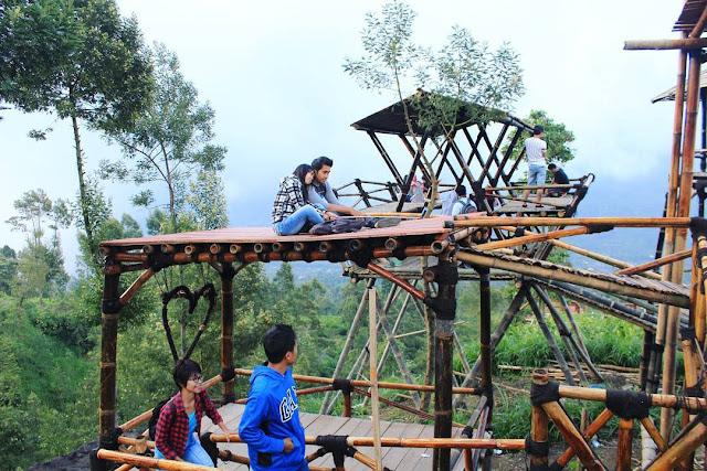 Obyek Wisata Oemah Bamboo Merapi