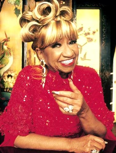 Foto de Celia Cruz con lindo peinado