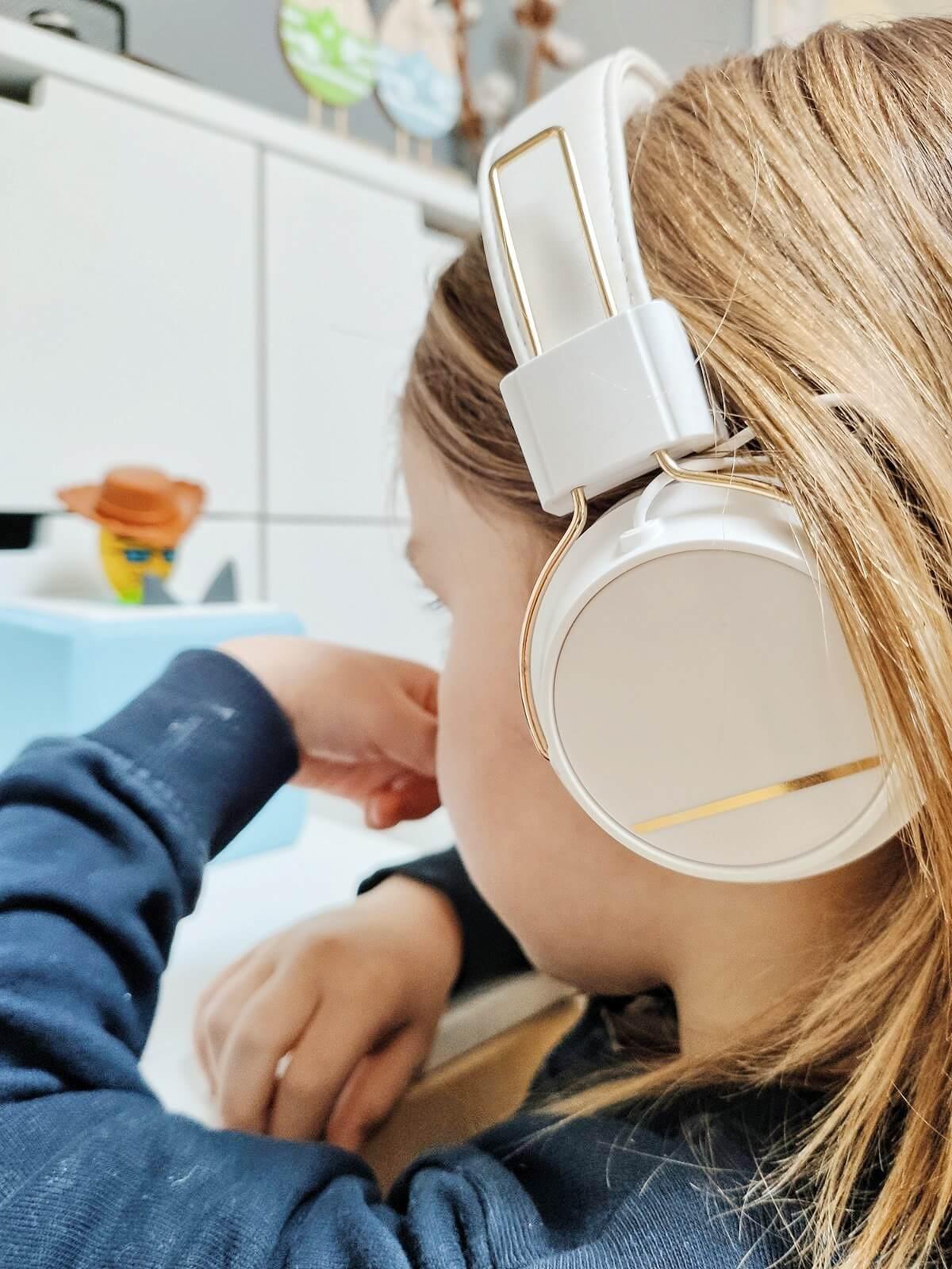 Welche schönen Lieder und Geschichten für kleine und große Kinder