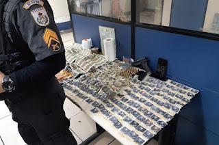 http://www.vnoticia.com.br/noticia/4008-pm-prende-uma-mulher-e-tres-homens-e-apreende-drogas-e-arma-em-sfi