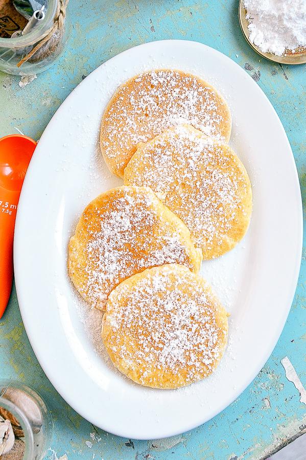Omleciki biszkoptowe z cukrem pudrem