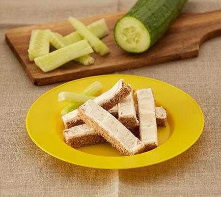Receta de palitos tostados con queso y pepino