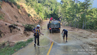 Satker Fakfak Telah Melakukan Pembersian Material Longsor di Kampung Mambuni-buni