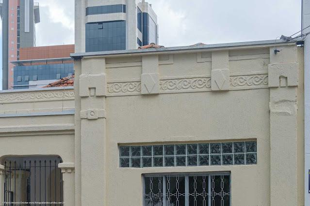 Detalhes da fachada de um casa na Rua Saldanha Marinho